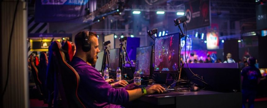 Gaming mouse, pad, and a powerful PC: the key elements of being the best in CS: GO